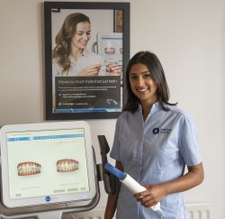 Gulshan Dhanoya from Honour Health with the Itero Scanner used for Invisalign